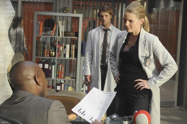 Промо-фото девятнадцатого эпизода шестого сезона доктора хауса (6=19; open and shut)